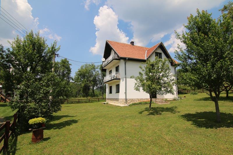 Kuća pored jezera