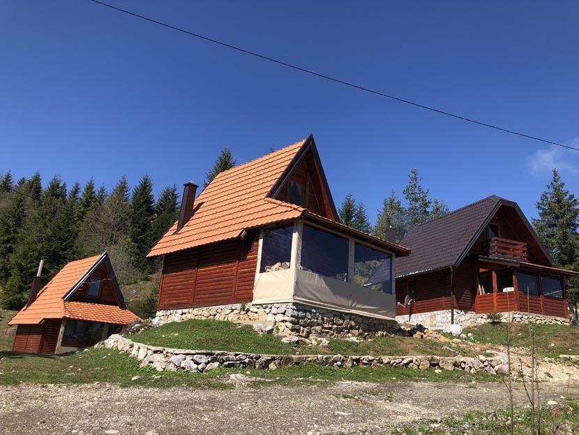 (Srpski jezik) Planinske kuće Drveni kutak