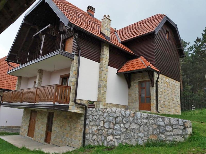(Srpski jezik) Apartmani Malešević