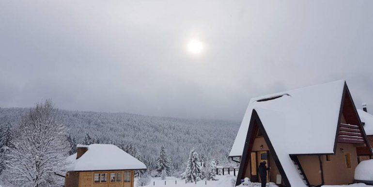 planinska-kuca-popovic-tara-oslusa-(8)