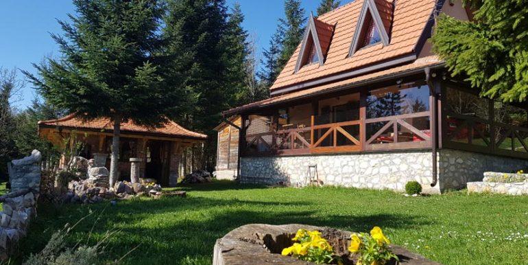 planinska-kuca-radivojevic-tara-oslusa-2