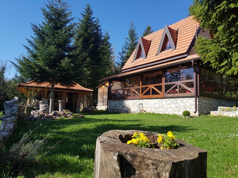 (Srpski jezik) Planinska kuća RADIVOJEVIĆ