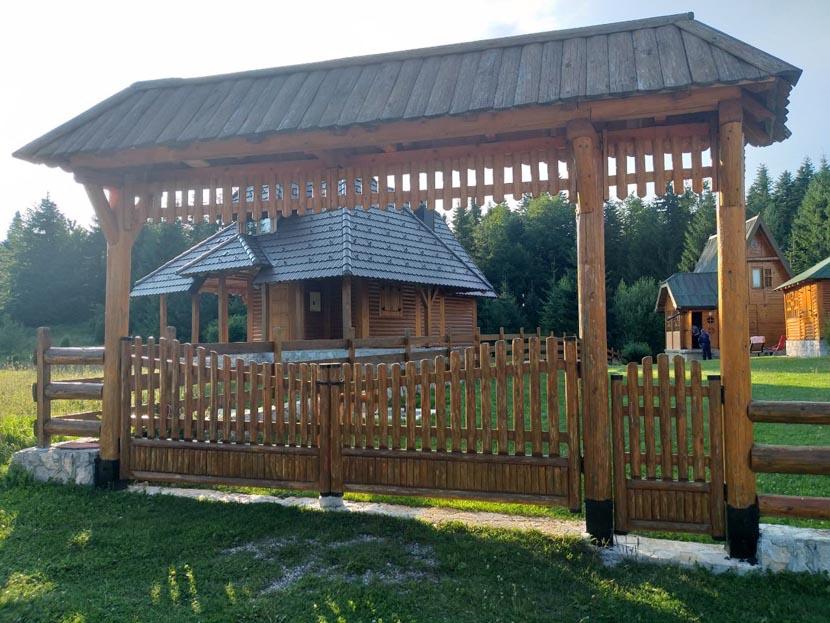 kuca-za-odmor-draga-borje-oslusa-tara (3)