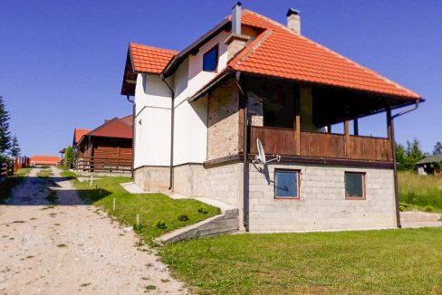 tara-planinska-kuca-topalovic-kaludjerske-bare-1