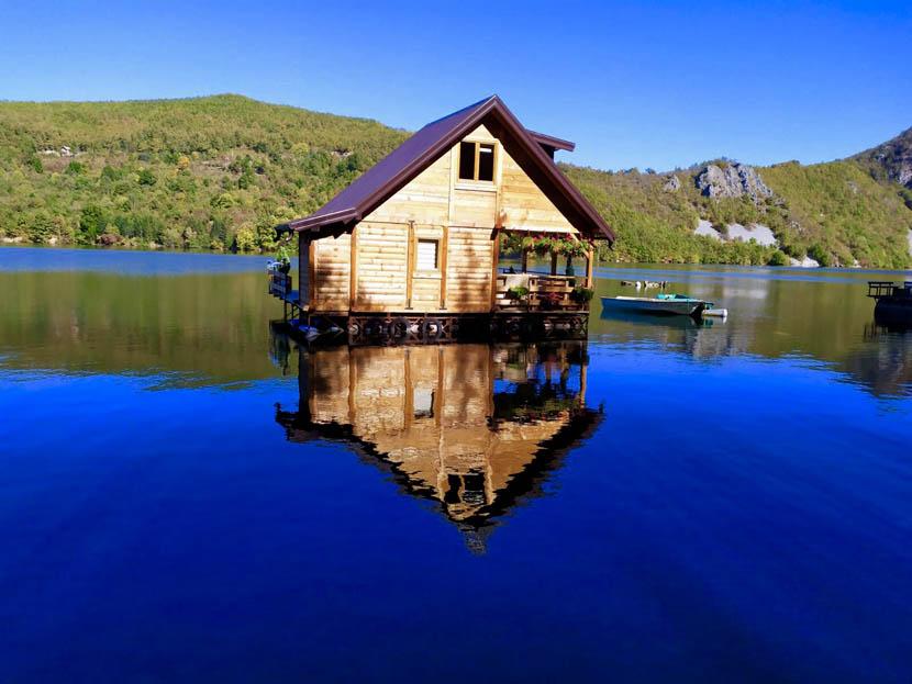 kucica-na-vodi-splav-perucac-jezero-smestaj-odmor-18