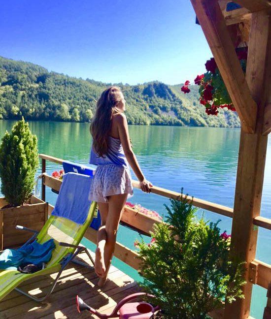 kucica-na-vodi-splav-perucac-jezero-smestaj-odmor-6