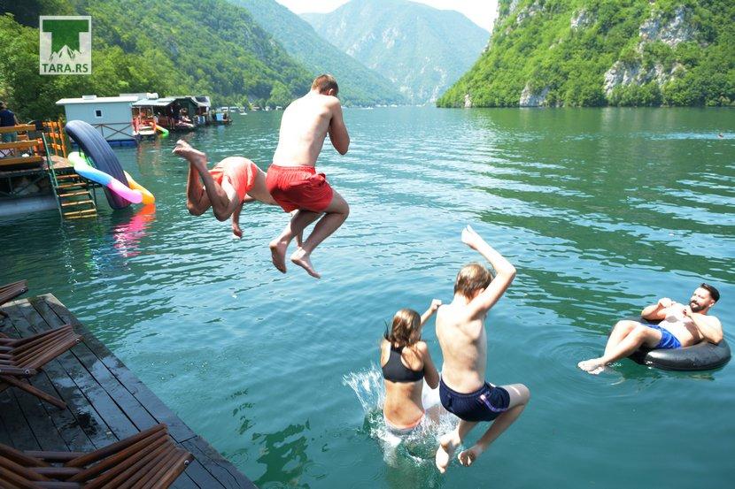 splav-relax-jezero-perucac-smestaj-11