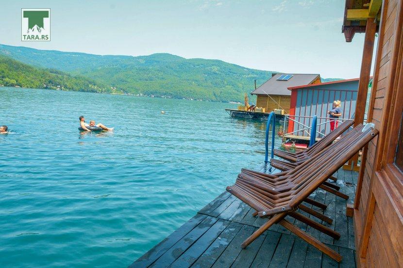 splav-relax-jezero-perucac-smestaj-14