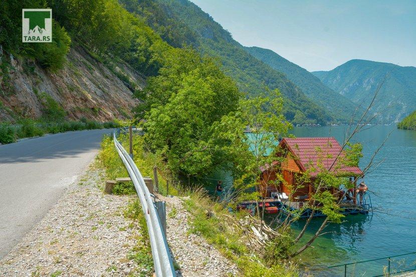 splav-relax-jezero-perucac-smestaj-4