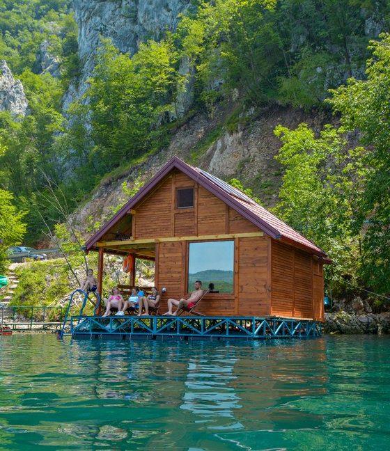 splav-relax-jezero-perucac-smestaj-7